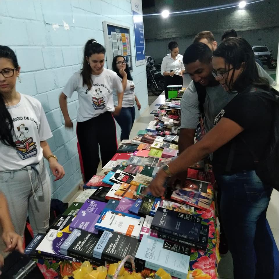 Doctum Guarapari promove feira do livro em prol de animais carentes da região