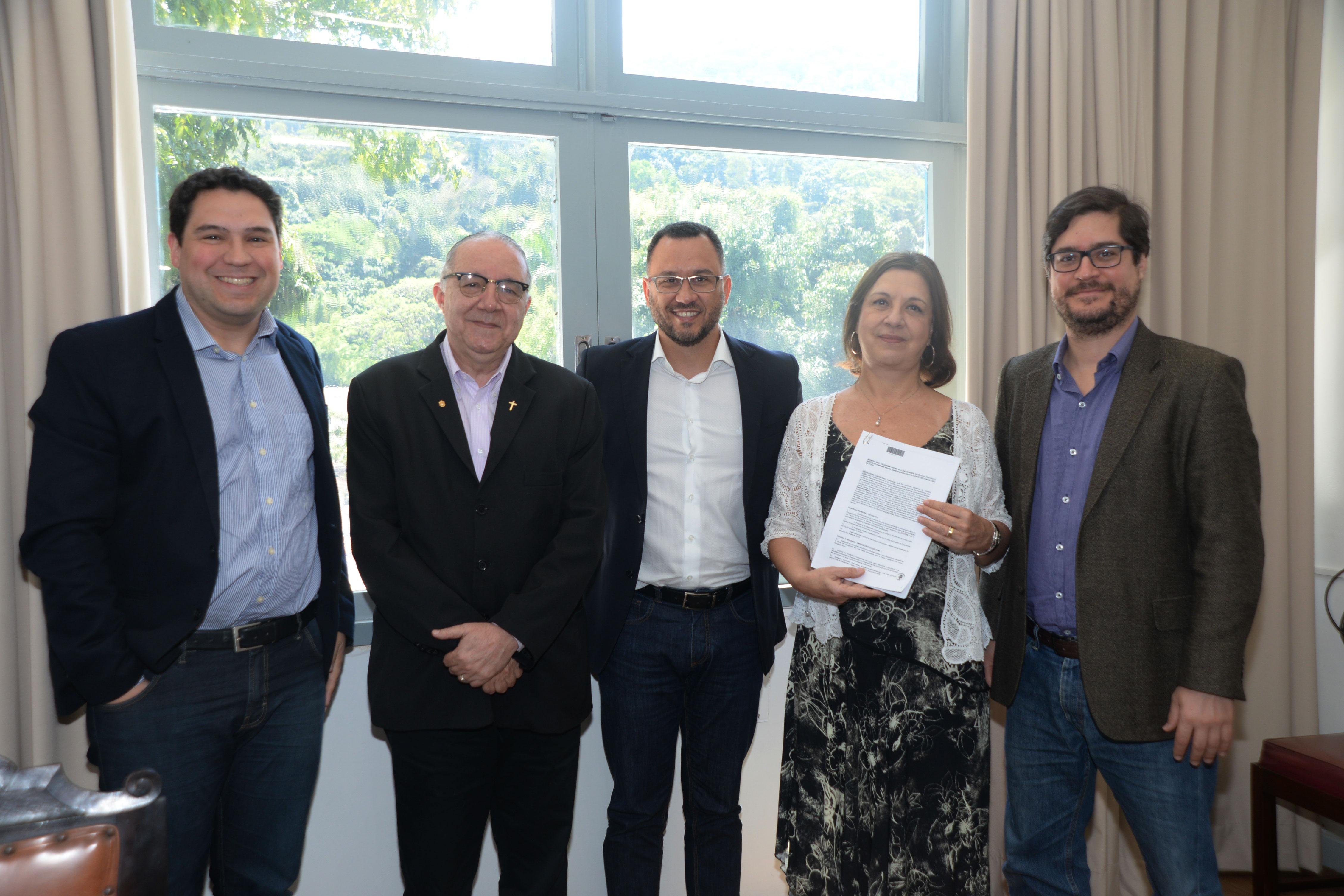 Rede de Ensino Doctum e PUC Rio firmam convênio de mestrado na área do Direito