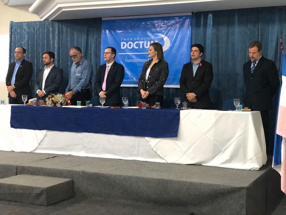 Rede de Ensino Doctum recebe homenagem da Câmara de Vereadores de Guarapari-ES