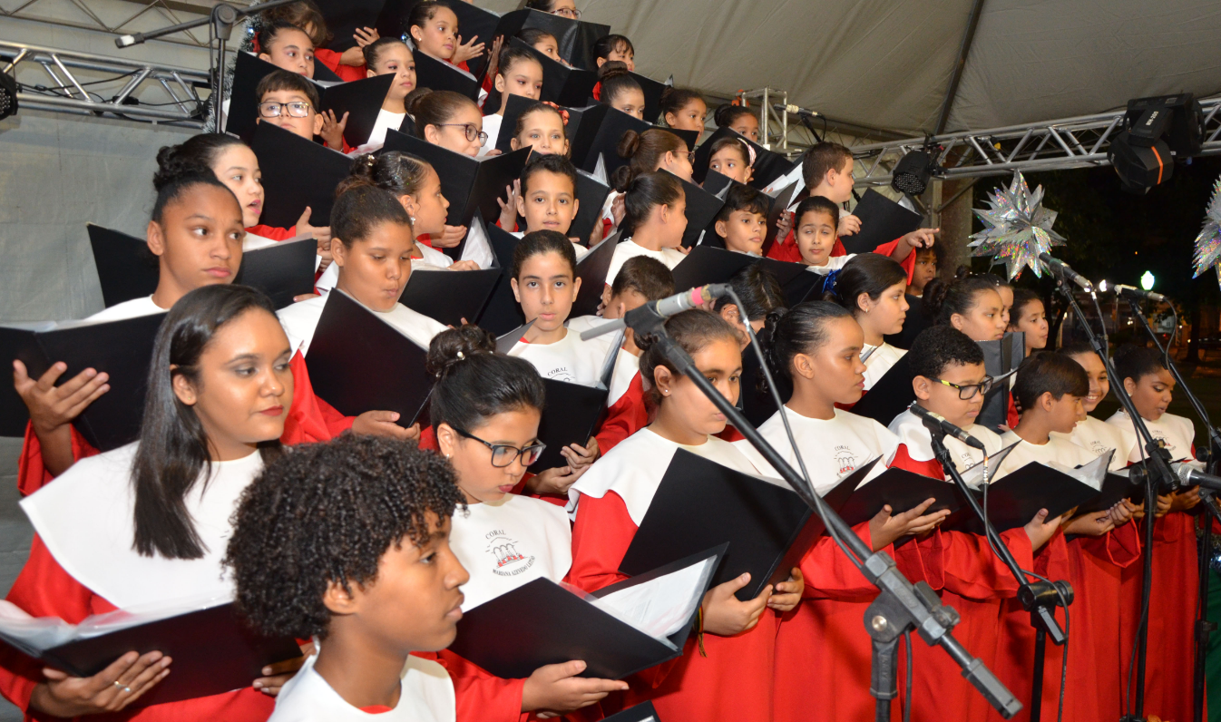 Cantata marca início de festividades em Caratinga