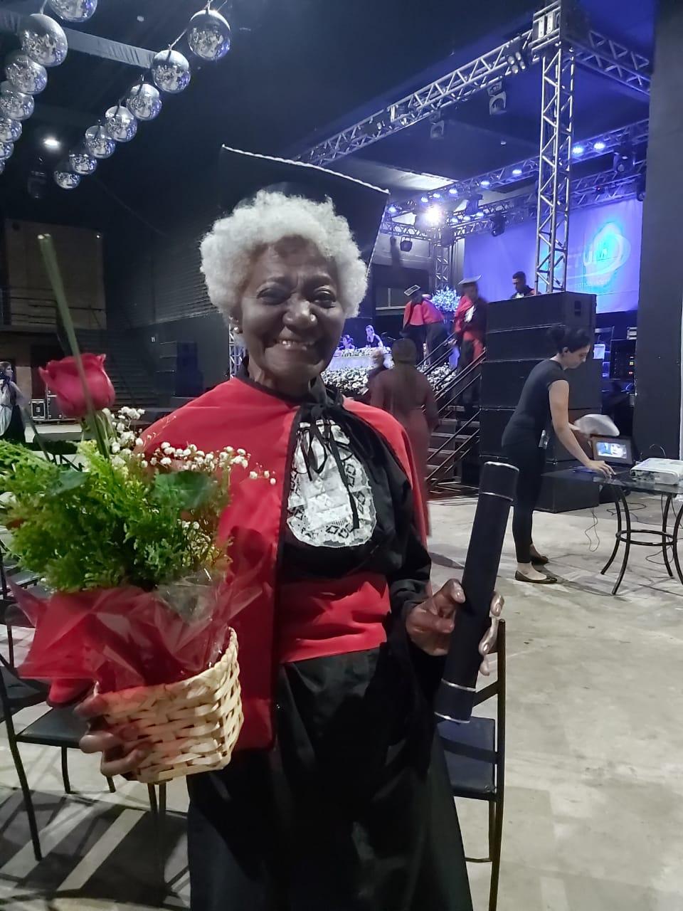 Aluna se forma bacharel em Direito aos 79 anos